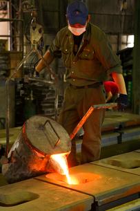 鉄・鋳物工場・鉄を溶かすの写真素材 [FYI01427385]