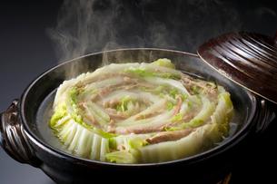 豚バラと白菜の重ね鍋 ミルフィーユ鍋の写真素材 [FYI01427466]