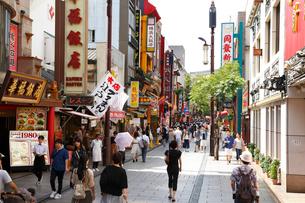 横浜・中華街・大通りの写真素材 [FYI01427534]