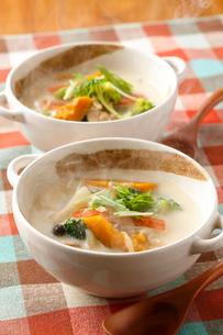 豆乳の根菜スープの写真素材 [FYI01427544]
