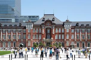 東京駅駅前広場の写真素材 [FYI01427590]
