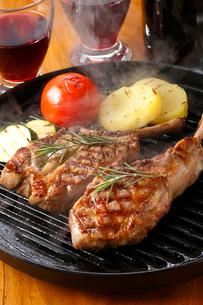 ラム肉のステーキ・ラム肉の写真素材 [FYI01427643]