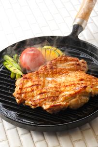 鶏肉のステーキの写真素材 [FYI01427671]