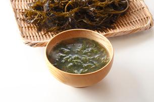 アカモクの味噌汁の写真素材 [FYI01427963]