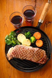 サーロインステーキ・牛肉の写真素材 [FYI01428216]