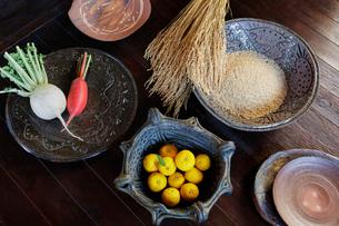 玄米と野菜とユズの写真素材 [FYI01429170]