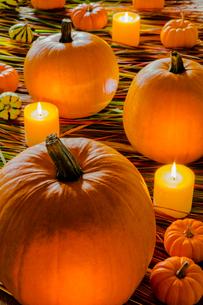ハロウイン かぼちゃとキャンドルの写真素材 [FYI01429290]