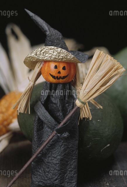 ハロウィンの魔女の人形の写真素材 [FYI01429395]