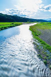 春の荒川と雲の写真素材 [FYI01429634]