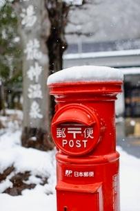 雪冠のポストの写真素材 [FYI01429642]