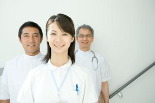 看護婦と医師の写真素材 [FYI01429816]