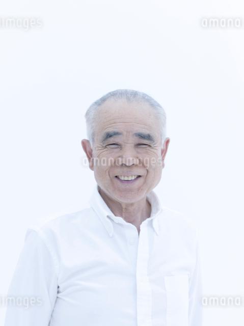 笑顔のシニアの男性の写真素材 [FYI01430660]