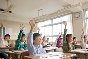 授業中の小学生の写真素材 [FYI01431398]