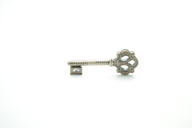 銀色のおしゃれな鍵の写真素材 [FYI01431637]
