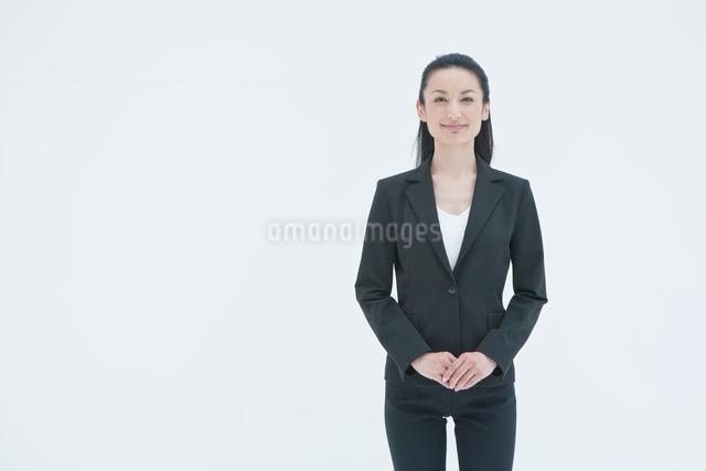 笑顔のビジネスウーマンの写真素材 [FYI01432436]