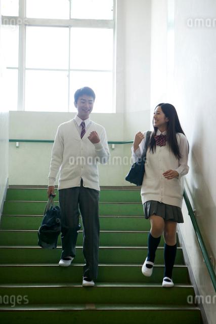 高校生カップルの写真素材 [FYI01433883]