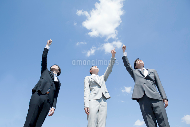 拳を上げる社会人3人の写真素材 [FYI01434729]