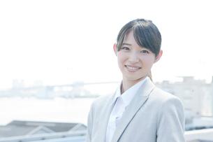 笑顔のビジネスウーマンの写真素材 [FYI01436494]