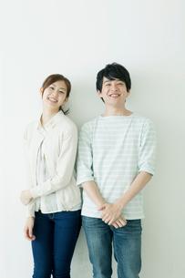 笑顔の男女友達の写真素材 [FYI01436654]