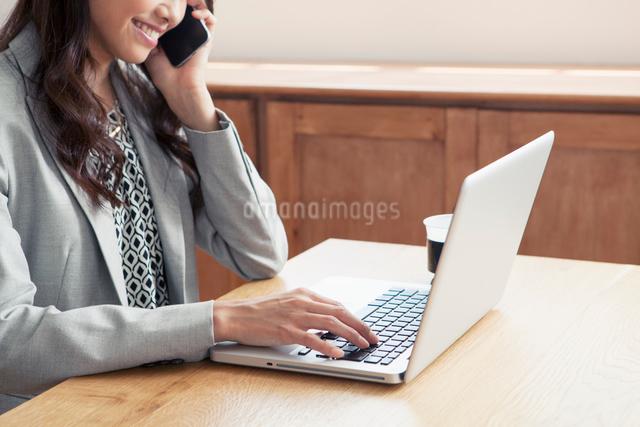 20代女性ビジネスイメージの写真素材 [FYI01437371]