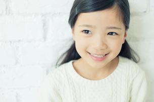 笑顔の可愛い女の子の写真素材 [FYI01437814]