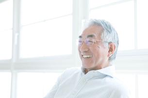 笑顔のシニア男性の写真素材 [FYI01440278]