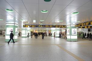 西口駅前地下広場の写真素材 [FYI01440772]