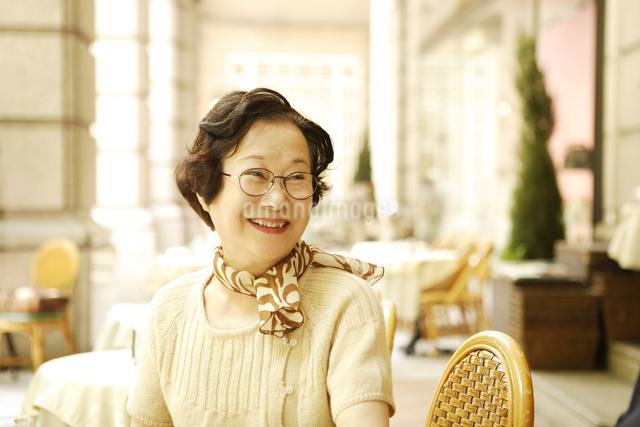 笑顔のシニア女性の写真素材 [FYI01441243]