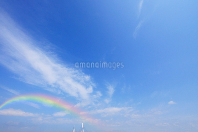虹と鶴見つばさ橋の写真素材 [FYI01441623]