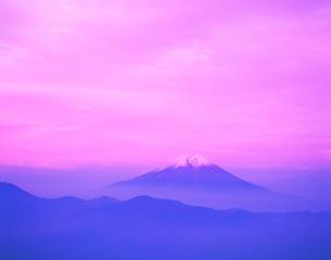 夕焼けの富士山の写真素材 [FYI01441772]