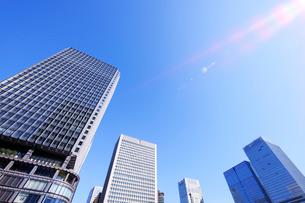 新丸ビルと丸の内の高層ビルの写真素材 [FYI01441834]