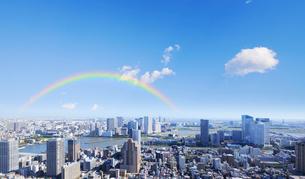 聖路加タワーより望む東京都心の高層ビル群の写真素材 [FYI01441872]