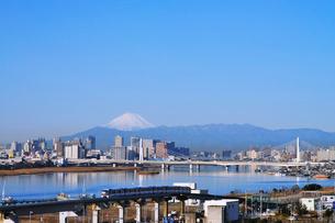 富士山と東京モノレールの写真素材 [FYI01441948]