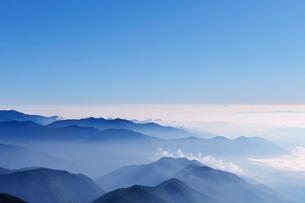 乗鞍岳剣ケ峰山頂からの雲海の写真素材 [FYI01441998]
