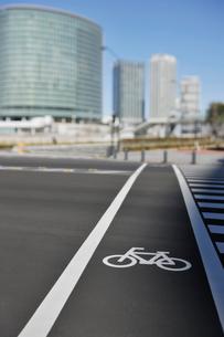 横断歩道自転車通行帯の写真素材 [FYI01442018]
