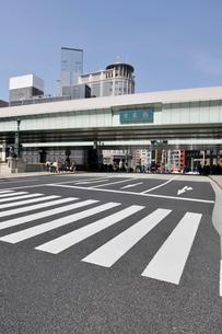 日本橋と横断歩道の写真素材 [FYI01442055]