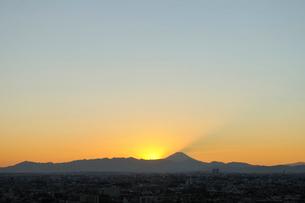 富士山と沈む太陽の写真素材 [FYI01442118]