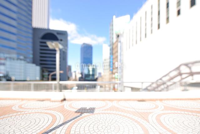 小田急ハルク前歩道橋と新宿副都心の写真素材 [FYI01442409]