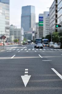 東京駅八重洲口付近の外堀通りの写真素材 [FYI01442678]