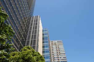 五月晴れの東京ミッドタウンの高層ビルの写真素材 [FYI01443420]