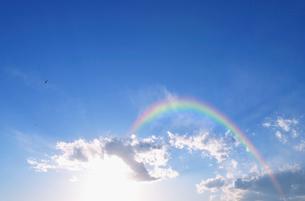 東京港の夕日と虹の写真素材 [FYI01443445]