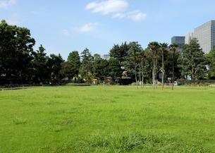 真夏の日比谷公園の写真素材 [FYI01443627]