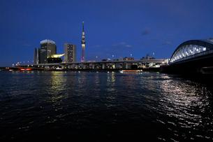 隅田川夕景の写真素材 [FYI01444069]