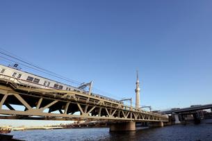東京スカイツリーと東武スカイツリーラインの写真素材 [FYI01444482]