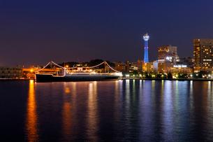 横浜港夜景の写真素材 [FYI01444531]
