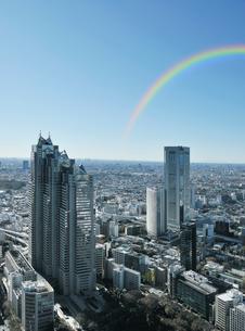 虹と超高層ビルの写真素材 [FYI01444670]