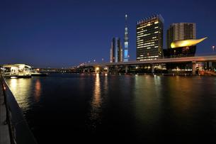 隅田川夜景の写真素材 [FYI01444706]