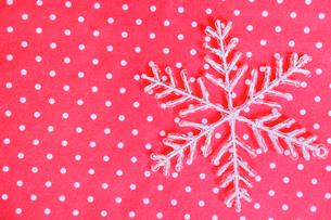 雪の結晶モチーフの写真素材 [FYI01445267]