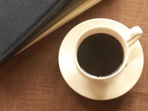 本とコーヒーの写真素材 [FYI01445910]