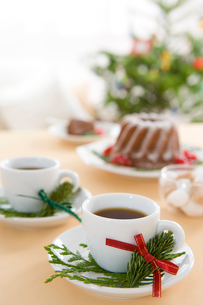 クリスマスのテーブルセッティングの写真素材 [FYI01446009]